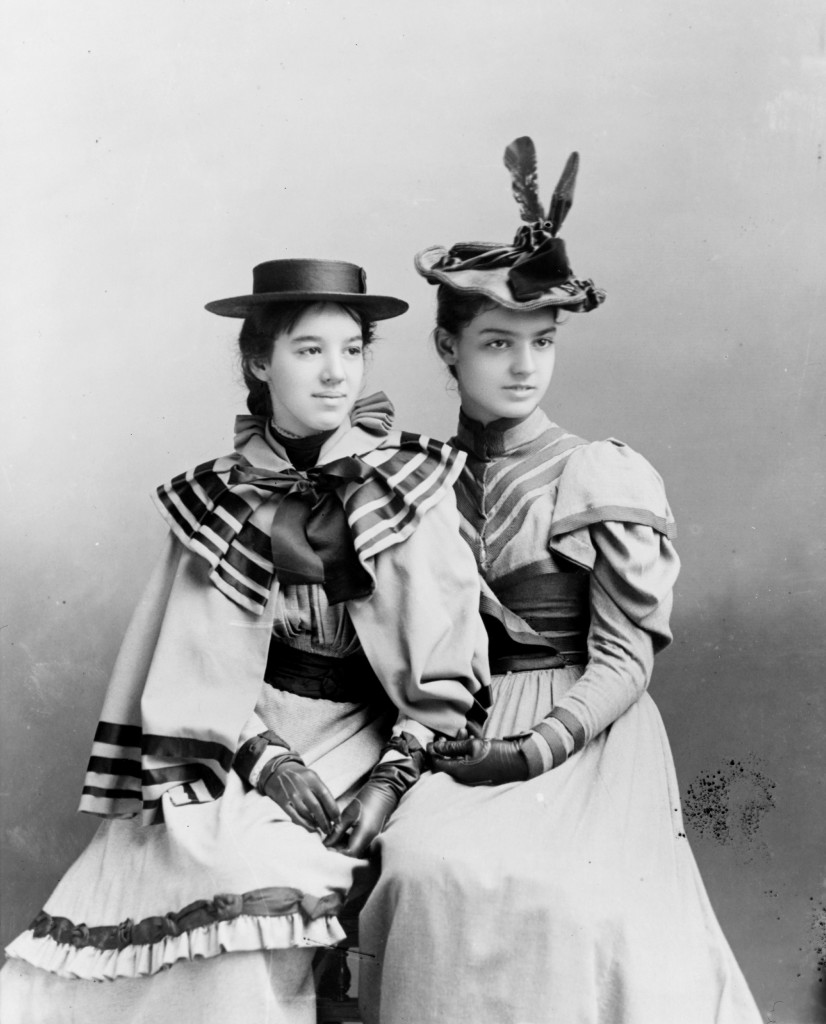 Daisy Fairchild and Elsie Grosvenor in 1896 - the daughters of Alexander Graham and Mabel Bell